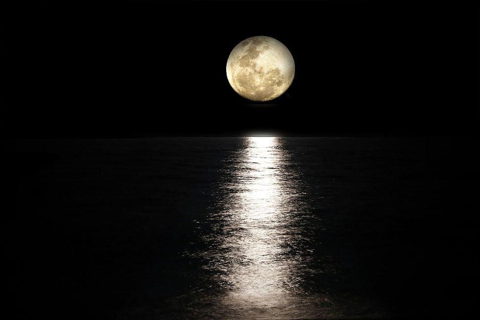 Soñar con muchas lunas