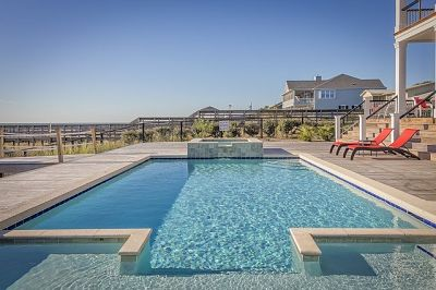 soñar con piscina con agua transparente