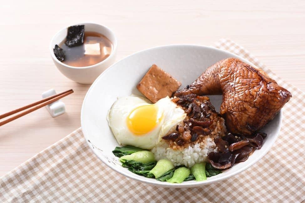 Soñar con arroz con pollo