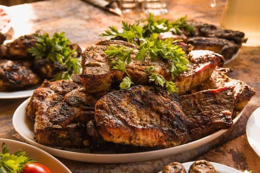 Soñar con carne en el plato