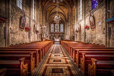 soñar con iglesia católica