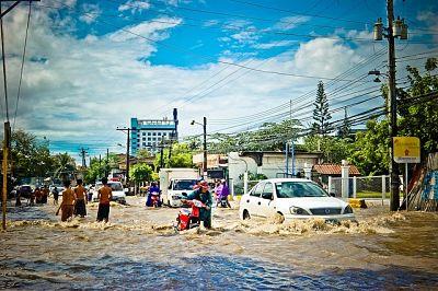 soñar con inundación en la calle
