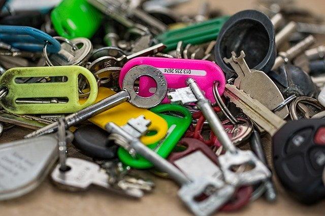 soñar con manojo de llaves