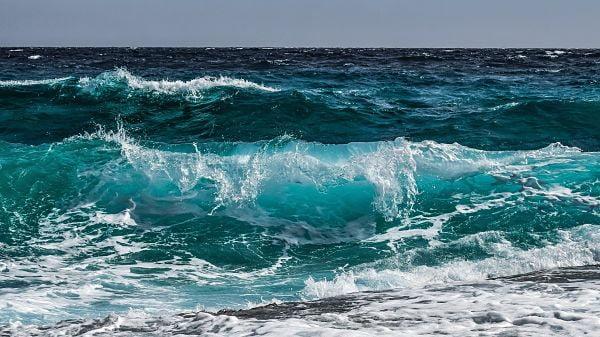 Soñar con el mar y olas