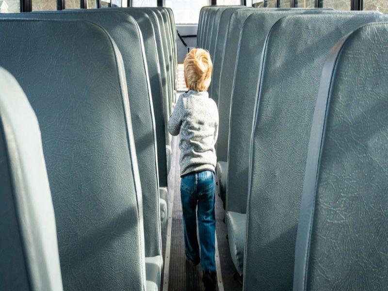 Soñar con autobús escolar